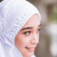 Perlengkapan ibadah umat muslim seperti mukena, sarung, dan sajadah selalu mengalami lonjakan permintaan di bulan suci ramadhan dan lebaran.