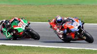 Pebalap Ducati, Andrea Dovizioso, menjadi yang tercepat pada sesi latihan bebas kedua (FP2) MotoGP San Marino yang berlangsung di Sirkuit Misano World Circuit Marco Simoncelli. (AFP/Tiziana Fabi)