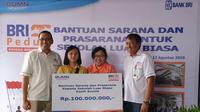 Bank BRI memberi santunan pada 57 Sekolah Luar Biasa (SLB) di seluruh Indonesia.