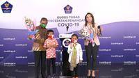 (Dari kiri ke kanan) Dirjen P2P Kemenkes Achmad Yurianto, Bintang, Quincy, dan dokter Reisa Broto Asmoro, dalam peringatan Hari Anak Nasional di Graha BNPB, Jakarta pada Kamis (23/7/2020) (Tangkapan Layar Siaran BNPB Indonesia)