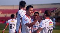 Pemain Bali United, Ricky Fajrin, merayakan gol yang dicetaknya ke gawang Kalteng Putra di Stadion Sultan Agung, Bantul, Rabu (26/6/2019). (Bola.com/Vincentius Atmaja)