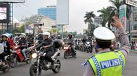 Di sepanjang Jalan Kalimalang tampak mendapatkan penjagaan dari pihak kepolisian, Jakarta, Kamis (24/7/14). (Liputan6.com/Panji Diksana)