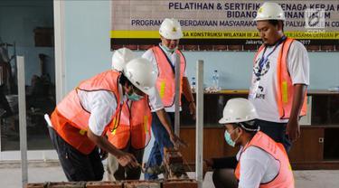 Melihat Para Pekerja Bangunan Saat Pelatihan dan Sertifikasi Tenaga Kerja