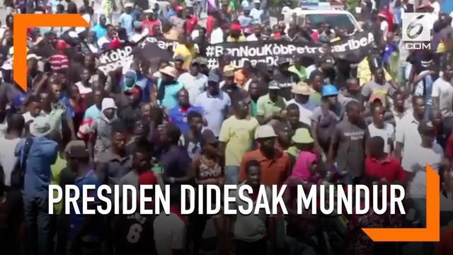 Warga Haiti turun ke jalan memprotes Presiden Jovenel Moise untuk mundur. Tuntutan tersebut disuarakan karena Presiden Jovenel Moise tidak menyelidiki korupsi di pemerintahan sebelumnya.
