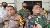 Pangdam II Siliwangi, Mayjen TNI Nugroho Budi Wiryanto Dan Kapolda Banten, Irjen Pol Fiandar Di Gedung Pemkot Cilegon. (Sabtu, 05/12/2020). (Yandhi Deslatama/Liputan6.com)