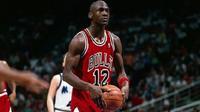 Momen saat Michael Jordan terpaksa mengenakan jersey nomor 12 kala Chicago Bulls menghadapi Orlando Magic. (RantSports)