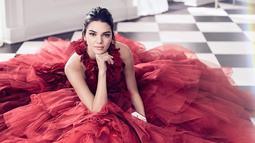 Dilansir dari HollywoodLife, Kendall Jenner sendiri berbeda dengan para saudarinya mengenai hubungan percintaan. (instagram/kendalljenner)