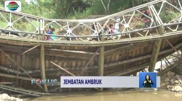 Sebuah jembatan di Nias, Sumatra Utara, ambruk saat dilintasi truk yang bermuatan puluhan ton besi. Ambruknya jembatan membuat akses gunung Sitoli ke Nias Selatan, terputus.