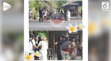 Kim Kardashian bersama adiknya, Khloe, terciduk sebuah akun sedang liburan di Pulau Dewata Bali.