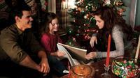 Mackanzie tampil imut sebagai Renesmee. Ini saat ia merayakan Natal dalam film Breaking Dawn. (twilightsaga.wikia.com)