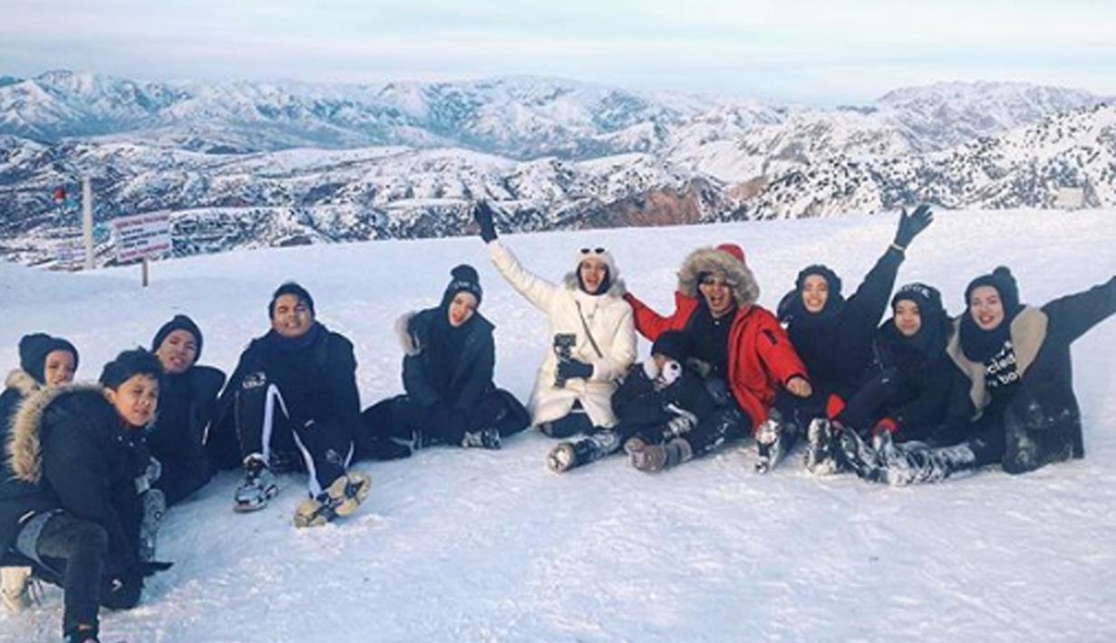 Liburan ke Luar Negeri ala Gen Halilintar saat musim salju. (Liputan6.com/IG/genhalilintar)
