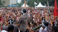 Ribuan relawan Jokowi-Jk menghadiri Apel Siaga di kawasan Parkir Timur Senayan, Jakarta Pusat, Kamis (26/6/14)(Liputan6.com/Herman Zakharia)