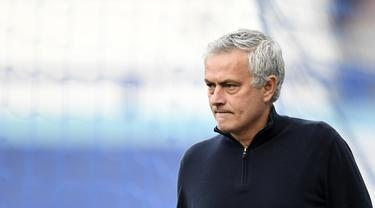 Ekspresi Jose Mourinho Usai Dipecat Tottenham