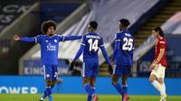 Para pemain Leicester City merayakan kemenangan 3-1 atas Manchester United atau MU dalam laga perempat final Piala FA di King Power Stadium, Senin (22/3/2021) dini hari WIB. (AP Photo/Ian Walton, Pool)