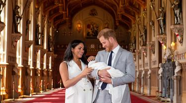 Pangeran Harry dan Meghan Markle Pamer Wajah Bayi Pertamanya