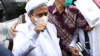 Rizieq Shihab saat tiba di Mapolda Metro Jaya, Jakarta, Sabtu (12/12/2020). Rizieq Shihab akan menjalani pemeriksan sebagai tersangka penghasutan dan kerumunan di tengah pandemi Covid-19. (Liputan6.com/Helmi Fithriansyah)