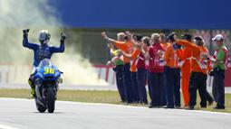 Pembalap Suzuki, Joan Mir, berhasil finis di peringkat ketiga, tertinggal hingga 5,760 detik dari Fabio Quartararo. (AP/Peter Dejong)