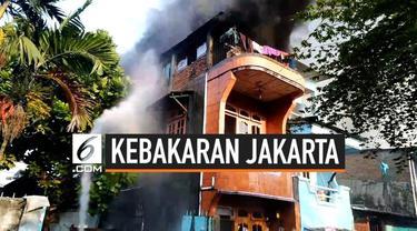 Diduga karena korsleting listrik, belasan rumah di kawasan Tanjung Duren, Jakarta Barat hangus terbakar.