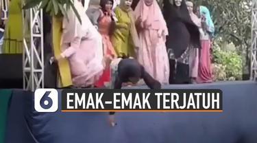 Video seorang emak-emak terjatuh saat joget-jogetan di panggung viral di media sosial.
