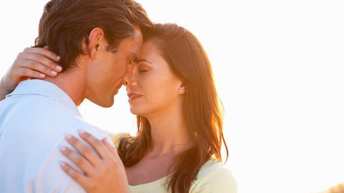 7 Kelebihan Pacaran Dengan Pria Yang Lebih Tua Lifestyle Fimela Com