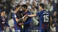 Gelandang Levante Jose Luis Morales (nomor 11) merayakan golnya ke gawang Real Madrid dalam lanjutan Liga Spanyol di Estadio Ciudad de Valencia, Minggu (23/2/2020) dini hari WIB. Levante menang 1-0. (AP Photo/Alberto Saiz)