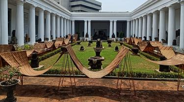 Pembentangan Pertama Kain Batik Garuda Nusantara Sepanjang 74 Meter dalam Perayaan Hari Batik Nasional