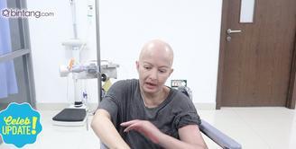 Awal mula merasakan ada benjolan di payudara, Yana Zein sempat melakukan pengobatan ke alternatif.