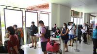 Para penumpang di Bandar Udara I Gusti Ngurah Rai Bali (Dok. Humas Kantor Cabang PT Angkasa Pura I (Persero) Bandar Udara Internasional I Gusti Ngurah Rai / Dewi Divianta)