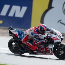 Danilo Petrucci akan menggantikan tugas Jorge Lorenzo sebagai pembalap Ducati di MotoGP 2019. (OLI SCARFF / AFP)