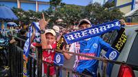 Pendukung Persija dan Arema FC di final leg kedua Piala Presiden, Jumat (9/4/2019). (Bola.com/Muhammad Adiyaksa).