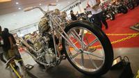 Falcon, modifikasi berbasis Harley-Davidson Knucklehead lansiran 1945 ditampil di Kustomfest 2018 untuk nantinya akan dilombakan di festival kustom Yokohama Hot Rod Custom Show 2018. (Herdi Muhardi)
