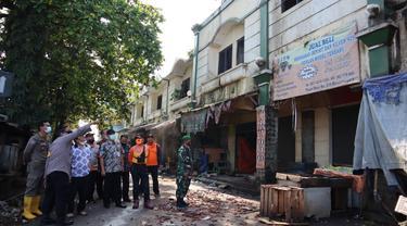 Bupati Banjarnegara, Budhi Sarwono bersama Forkopimda meninjau Pasar Sayur Banjarnegara yang terbakar. (Foto: Liputan6.com/Humas Pemkab BNA)