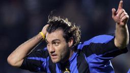 Christian Vieri - (46,48 juta euro) - Vieri menjadi pemain termahal kedua yang dibeli dalam sejarah Inter Milan. Vieri dilabuhkan Inter Milan dari Lazio dengan mahar 46,48 juta euro. (AFP/Carlo Baroncini)