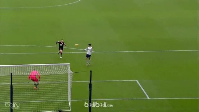 Gelandang asal Korea Selatan Son Heung-Min tampil luar biasa dengan mencetak brace saat membawa Tottenham Hotspur menang 2-0 atas ...