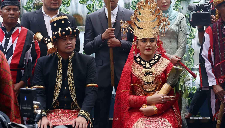 Rangkaian prosesi adat telah dijalani dalam pesta pernikahan Kahiyang Ayu dan Bobby Nasution yang berlangsung di Medan. Acara adat Mandailing Sumatera Utara digelar sejak Jumat (24/11) pagi. (Deki Prayoga/Bintang.com)