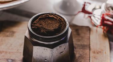 Tak hanya nikmat disesapi, kopi juga bagus dijadikan masker wajah. (Foto: unsplash.com)