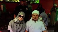 'Kebersamaan dalam cinta dan kasih sayang' judul video yang dibuat dari foto-foto keharmonisan keluarganya. Keluarga ustaz Arifin Ilham dengan ketiga istrinya. Sang ustad juga begitu perhatian pada istri-istrinya. (Instagram/yuni_syahla_aceh)
