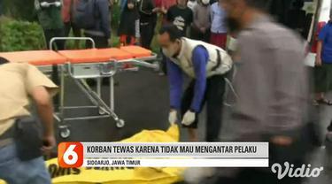 Dua pria paruh baya berkelahi menjelang buka puasa di Sidoarjo. Satu tewas dan satu lainnya luka parah serta dilarikan ke rumah sakit.