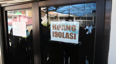 Pintu masuk ke ruang isolasi RSUD Anutapura Palu