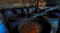 Menengok Pembuatan Ciu Bekonang Sukoharjo, Minuman Beralkohol Legendaris yang Terancam Tutup. (Liputan6.com/Johan Tallo)