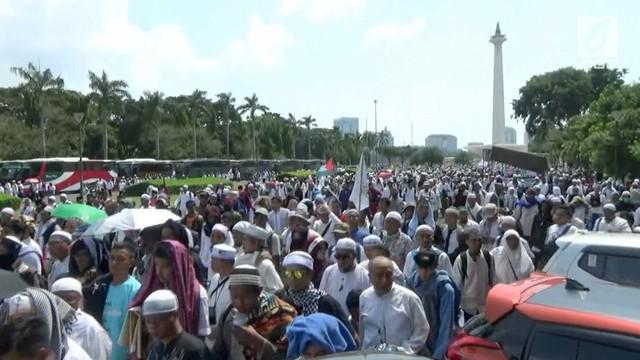 Aksi bela Palestina berlangsung di kawasan Monas dan Medan Merdeka. Aksi ini bubar setelah menjalankan salat Jumat berjamaah.