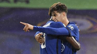 Pemain Chelsea, Kai Havertz, melakukan selebrasi usai mencetak gol ke gawang Barnsley pada laga Piala Liga Inggris di Stadion Stamford Bridge, Kamis (24/9/2020). Chelsea menang dengan skor 6-0. (AP Photo/Neil Hall)