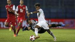 Sebuah assistnya kepada striker Patrich Wanggai dan sebuah gol lewat aksi gemilangnya mengecoh kiper Persija Andritany Ardhiyasa layak menjadi sirine untuk tim lain saat bersua di partai-partai selanjutnya. (Bola.com/Arief Bagus)