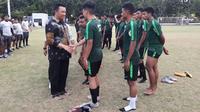 Menpora Imam Nahrawi mengunjungi latihan Timnas Indonesia U-19 di Lapangan ABC Gelora Bung Karno, Kamis (4/10/2018). (Liputan6.com/Luthfie Febrianto)
