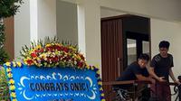 EVOS Fams mengirimkan paket karangan bunga ke tujuh tim yang berpartisipasi di panggung MPL Indonesia Season 8.