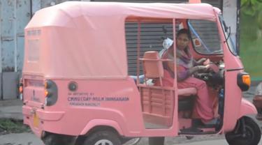 Becak pink di India. (Screen Grab AL Arabiya)