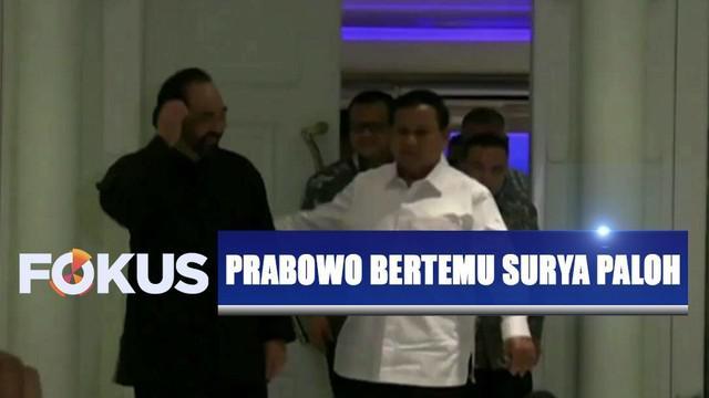 Prabowo yang didampingi tiga petinggi Gerindra langsung mengadakan pertemuan tertutup di dalam kediaman Surya Paloh.