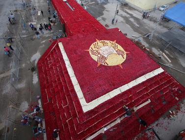 Piramida Bunga Mawar Terbesar Dunia di Ekuador