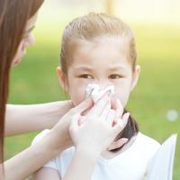 Ilustrasi mengatasi mimisan pada anak./Copyright shutterstock.com