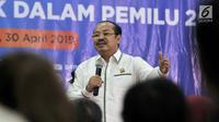 Ketua Ombudsman Amzulian Rifai memberikan sambutan saat acara Ngopi Bareng Ombudsman di Ruang Serbaguna Ombudsman RI, Jakarta, Selasa (30/4/2019). Acara ini memberikan penghormatan bagi petugas KPPS yang menjadi korban sakit maupun meninggal pada Pemilu 2019. (merdeka.com/IqbalNugroho)